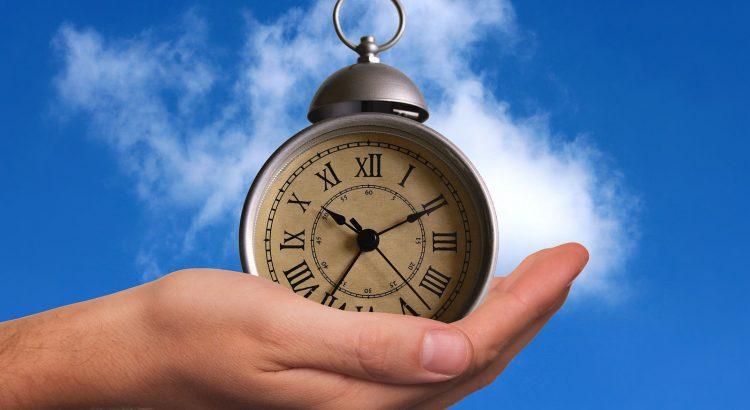 Retro-Uhr in Hand 2